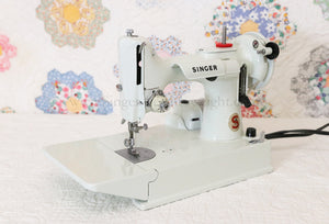 Singer Featherweight 221 Sewing Machine, WHITE EV893***