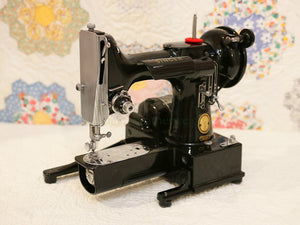 Singer Featherweight 222K Sewing Machine EN137***