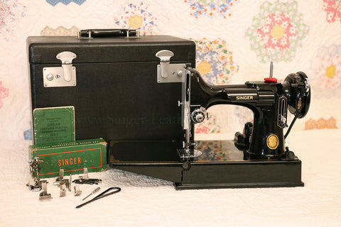 Singer Featherweight 221 Sewing Machine, AK765***