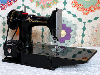 Load image into Gallery viewer, Singer Featherweight 221 Sewing Machine, AK993***