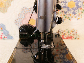 Load image into Gallery viewer, Singer Featherweight 222K Sewing Machine EK329***