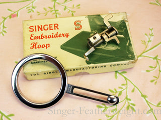 Load image into Gallery viewer, Singer Featherweight 222K Sewing Machine
