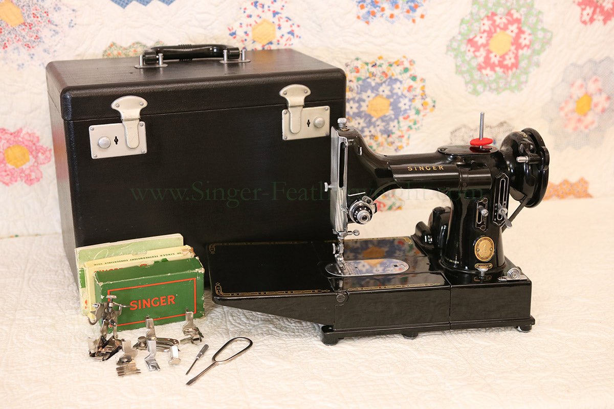 Singer Featherweight 222K Sewing Machine EP541***