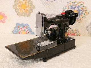 Load image into Gallery viewer, Singer Featherweight 222K Sewing Machine EP541***