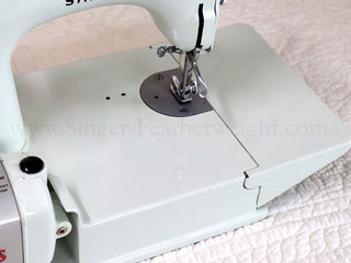 Load image into Gallery viewer, Singer Featherweight 221K Sewing Machine, WHITE EV957***