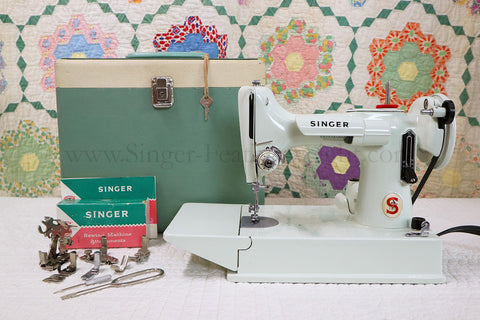 Singer Featherweight 221K Sewing Machine, WHITE EV903***