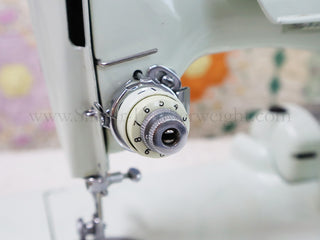 Load image into Gallery viewer, Singer Featherweight 221K Sewing Machine, WHITE EV903***