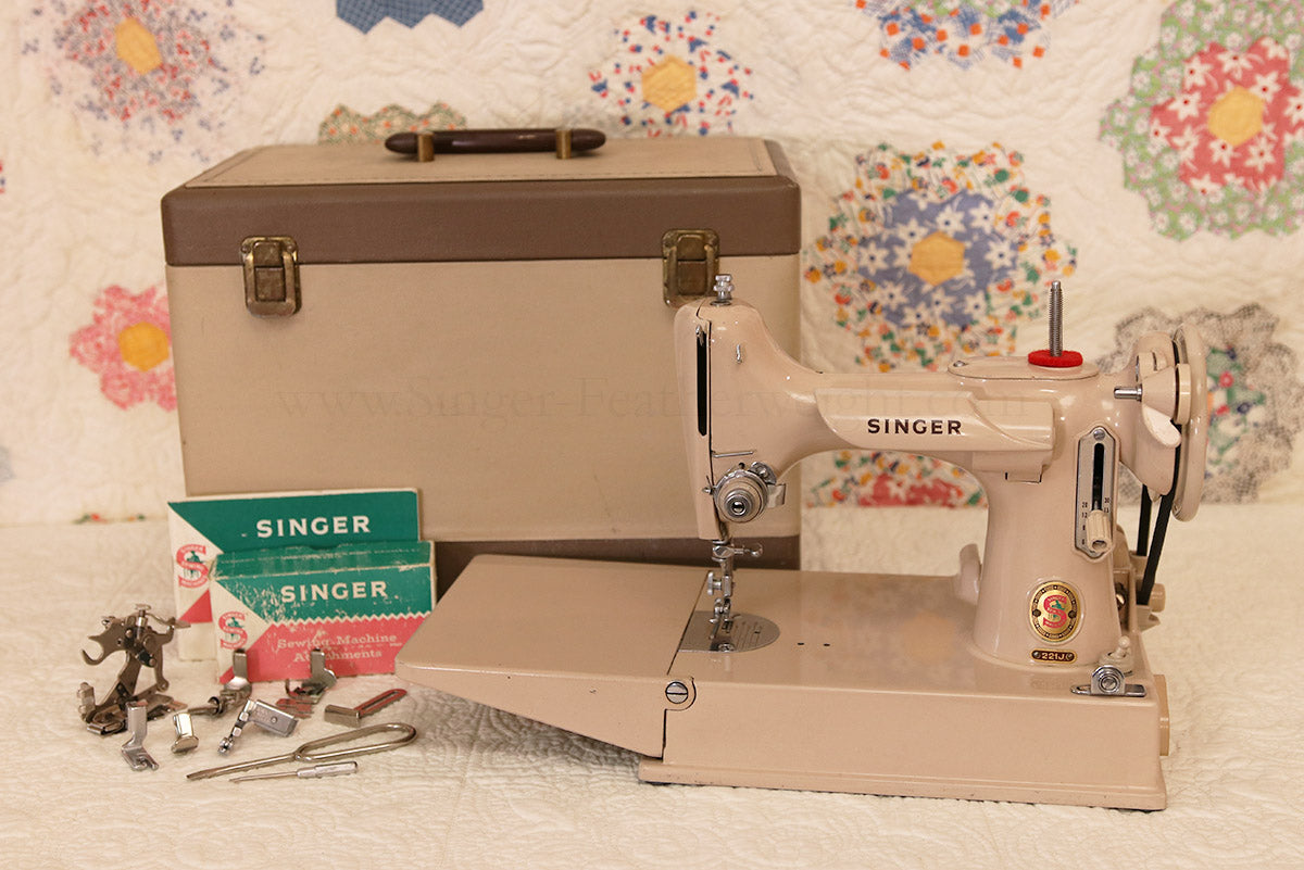Singer Featherweight 221 Sewing Machine, TAN JE157***