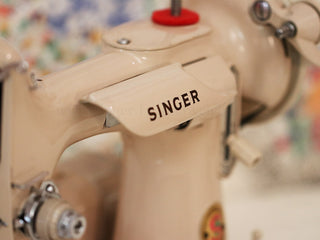 Load image into Gallery viewer, Singer Featherweight 221 Sewing Machine, TAN JE157***