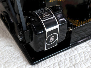 Load image into Gallery viewer, Singer Featherweight 221 Sewing Machine, Rare BLACKSIDE AG012***
