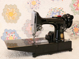 Load image into Gallery viewer, Singer Featherweight 222K Sewing Machine EM9581**