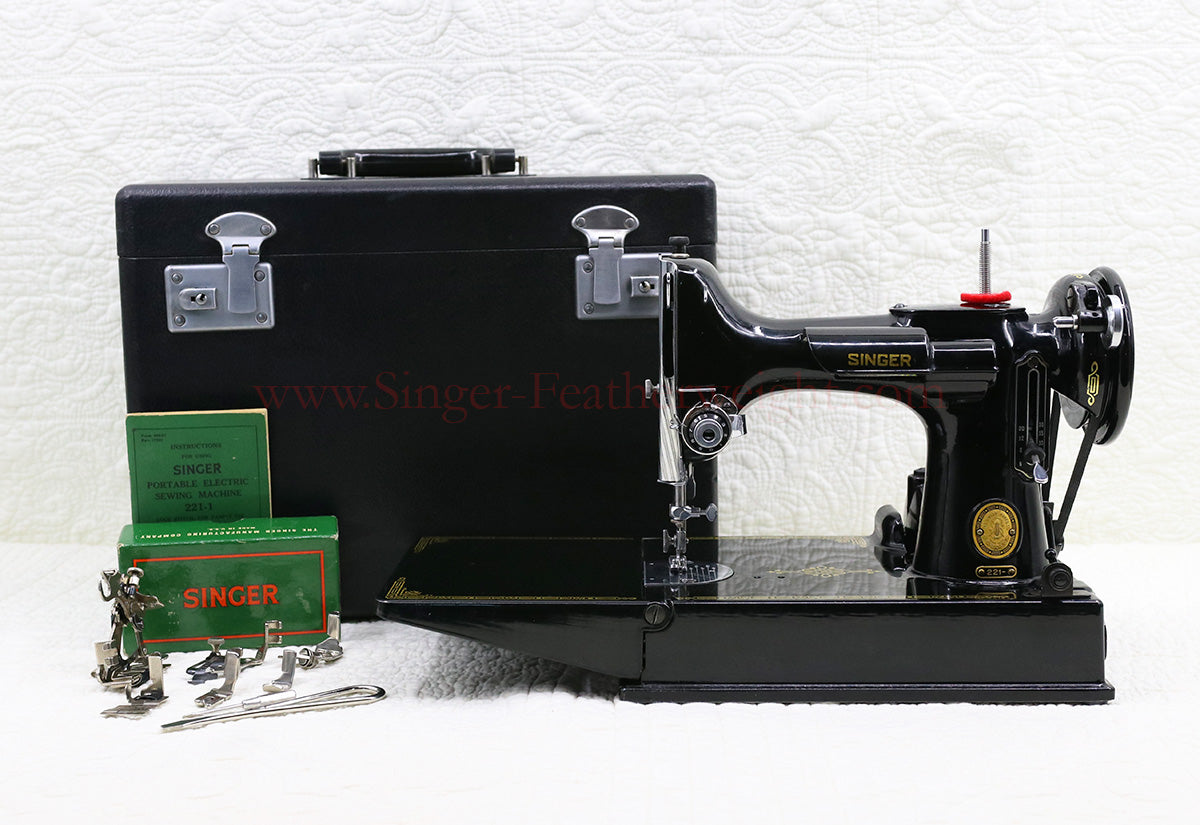 Singer Featherweight 221 Sewing Machine, AL419***