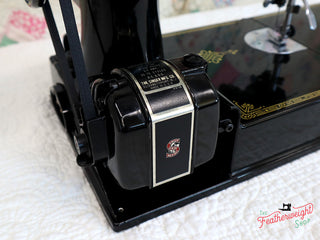 Load image into Gallery viewer, Singer Featherweight 221 Sewing Machine, AL024***