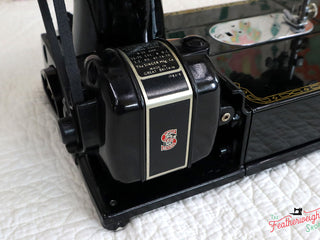 Load image into Gallery viewer, Singer Featherweight 222K Sewing Machine EN1345**