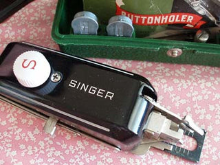 Load image into Gallery viewer, Eyelet Cam for the Singer Buttonholer (Vintage Original)