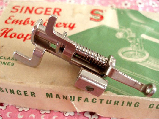 Singer Featherweight 222K Embroidery & Darning Foot (Vintage Original)