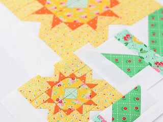 Load image into Gallery viewer, Pattern, Daffodil Flower Quilt Block by Ellis & Higgs (digital download)