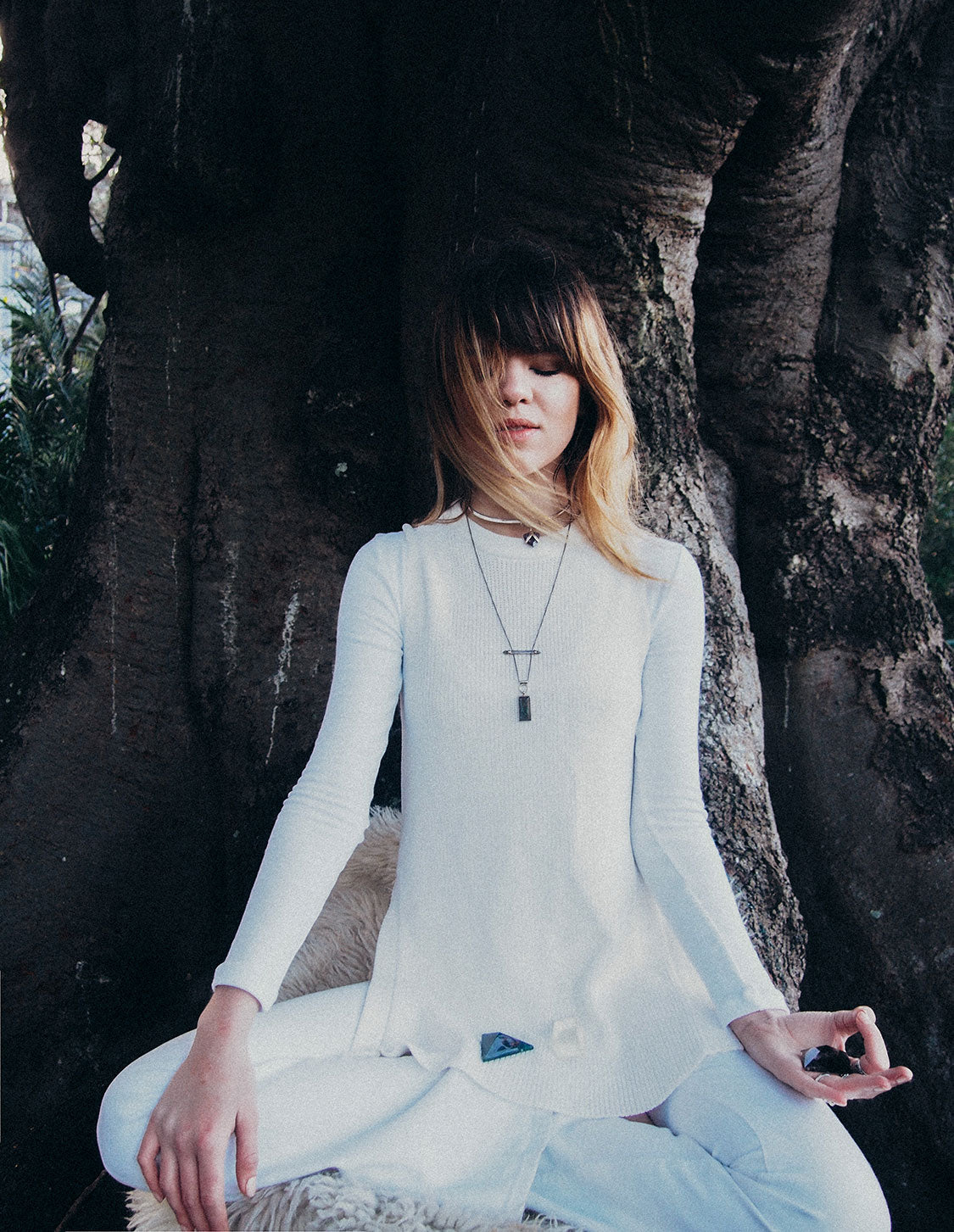 Ondine-maniamania-how-to-meditate-with-crystals-commune-modern-mystic-4
