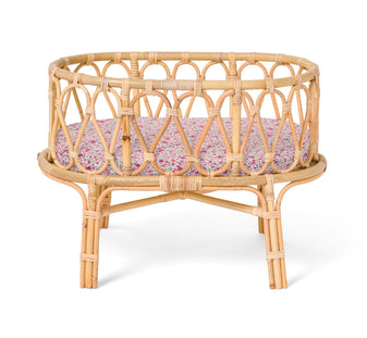 Poppie Rattan Crib in Meadow