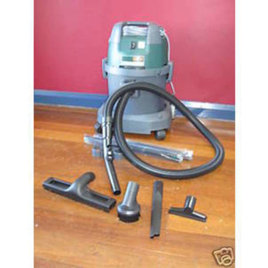 GERNI 1320 Dry Vacuum Cleaner INFO ONLY NO LONGER AVAILABLE