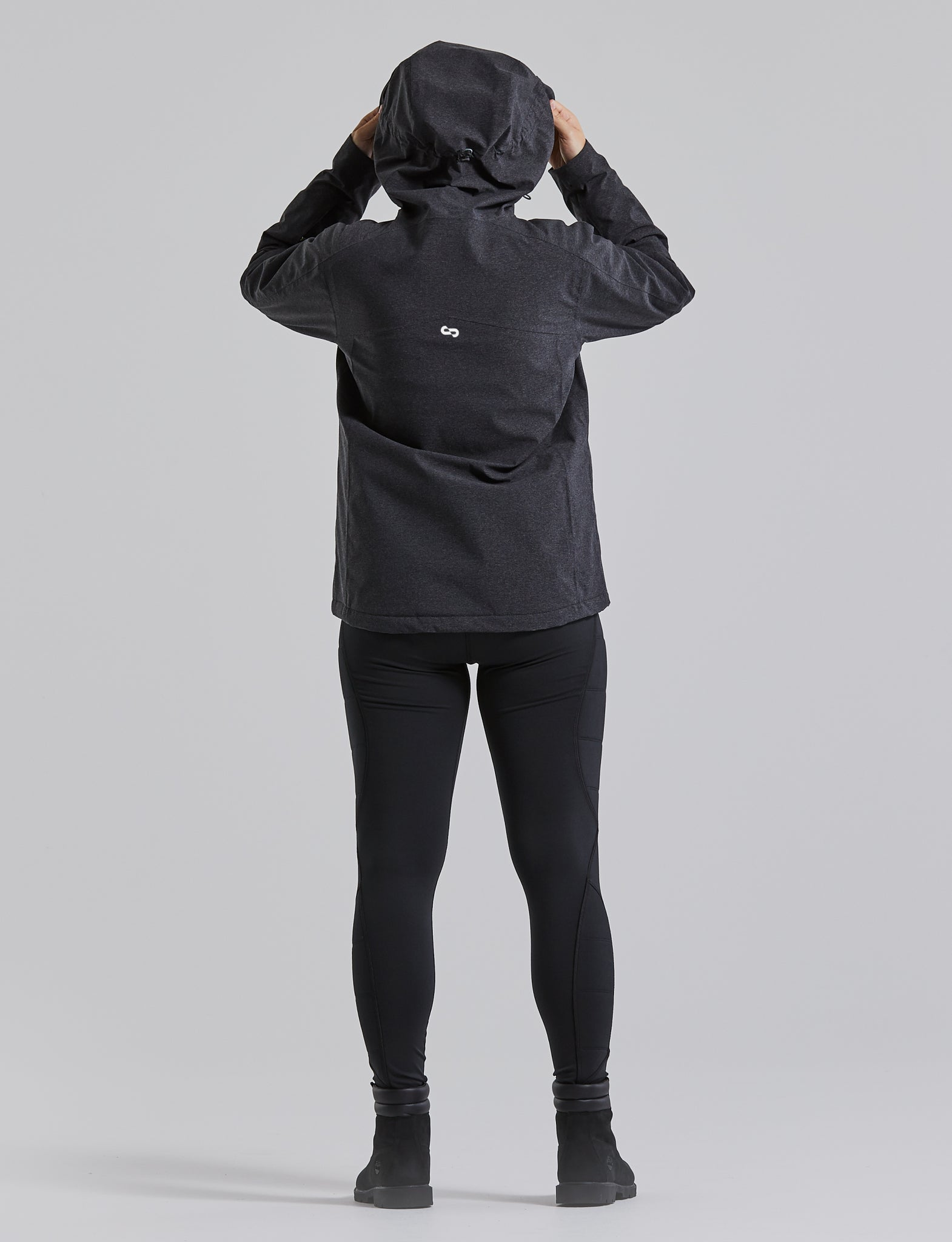 Woman wearing the Endeavour Jacket, color:Black Heather