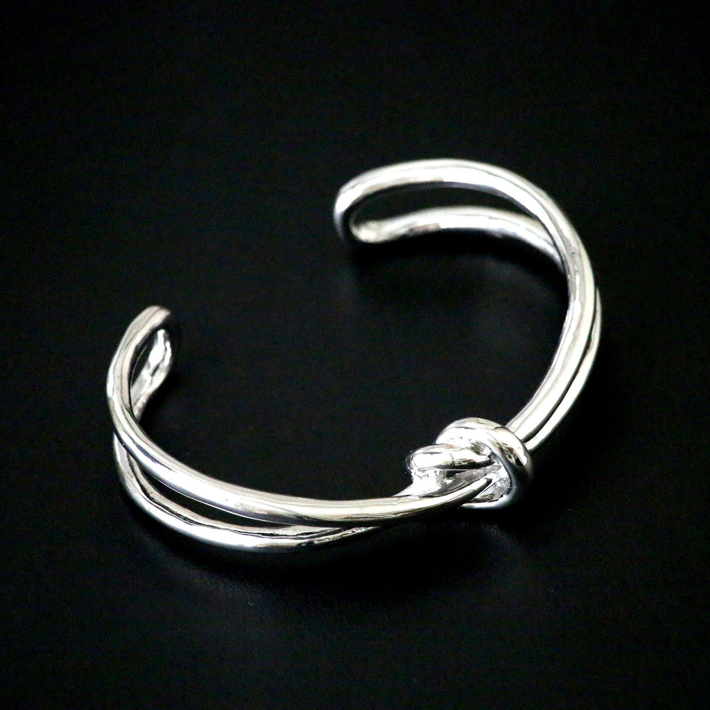 Modern polished bangle with knot design