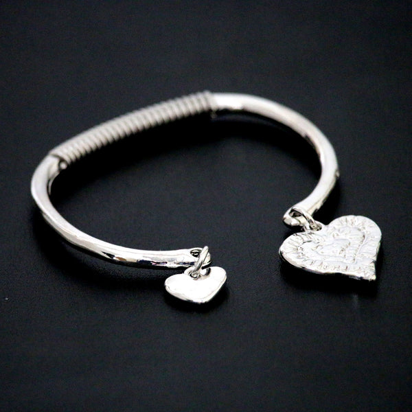 Semi spring-loaded bangle with heart charms