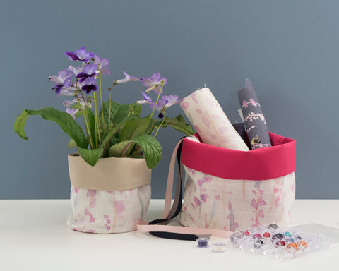 Heather waterproof plant pots with stone and pink linings