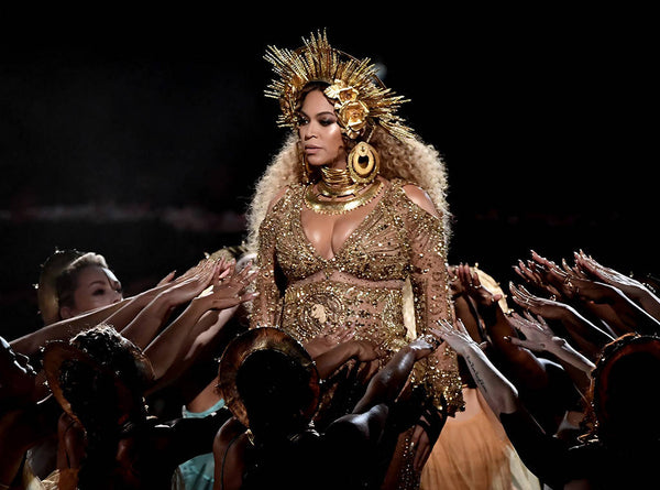 Beyoncé performing at Grammys 2017 wearing HOUSE OF MALAKAI headpiece