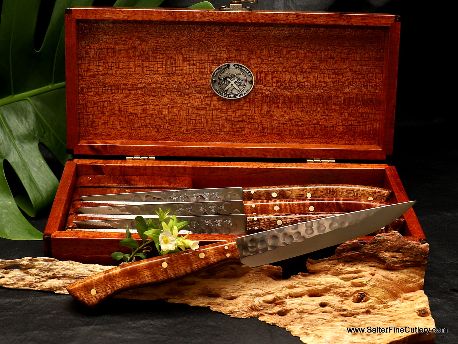 In Stock Item: 4-piece Steak Knife Set in Gift Box