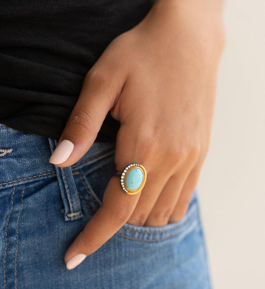 3.86 ct. Turquoise Gold Ring