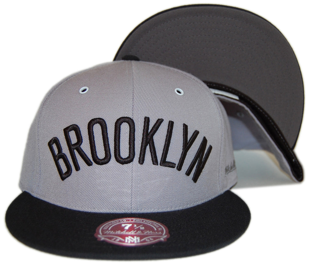 <!--2013032632-->Mitchell & Ness x NBA - 'Brooklyn Nets - HWC Grey / Black XL Wordmark' [(Light Gray) Fitted Hat]
