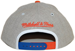 <!--020120918048998-->Mitchell & Ness x NBA - 'New York Knicks - NBA HWC Basic Arch Road Gray 2 Tone Snapback' [(Gray) Snap Back Hat]
