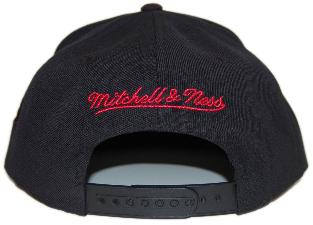 <!--020130122053446-->Mitchell & Ness x NBA - 'Miami Heat - NBA Blacked Out Script' [(Black) Snap Back Hat]