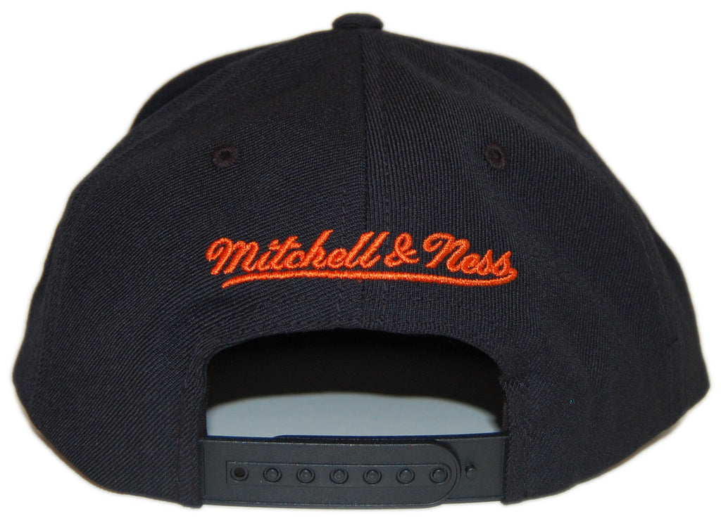 <!--020130122053445-->Mitchell & Ness x NBA - 'New York Knicks - NBA Blacked Out Script' [(Black) Snap Back Hat]