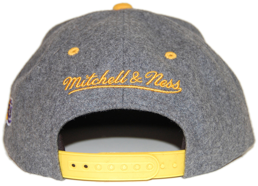 <!--020130326055176-->Mitchell & Ness x NBA - 'Los Angeles Lakers - NBA Melton Wool Script' [(Dark Gray) Snap Back Hat]
