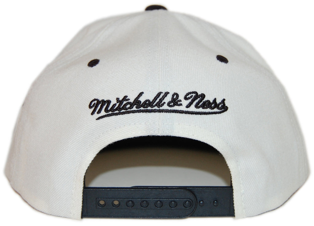 <!--020130416055795-->Mitchell & Ness x NHL - 'New Jersey Devils - NHL Script Tailsweeper' [(White) Snap Back Hat]