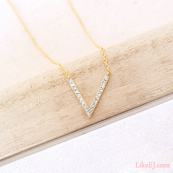 V crystal Necklace - LikeEJ - 1