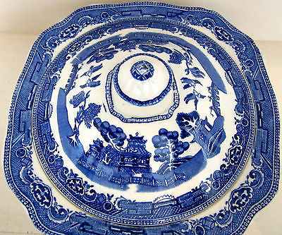 Serving Dish With Lid – Made in England – Old Willow Pattern
