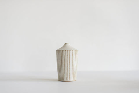 Shinogi Bud Vase / White