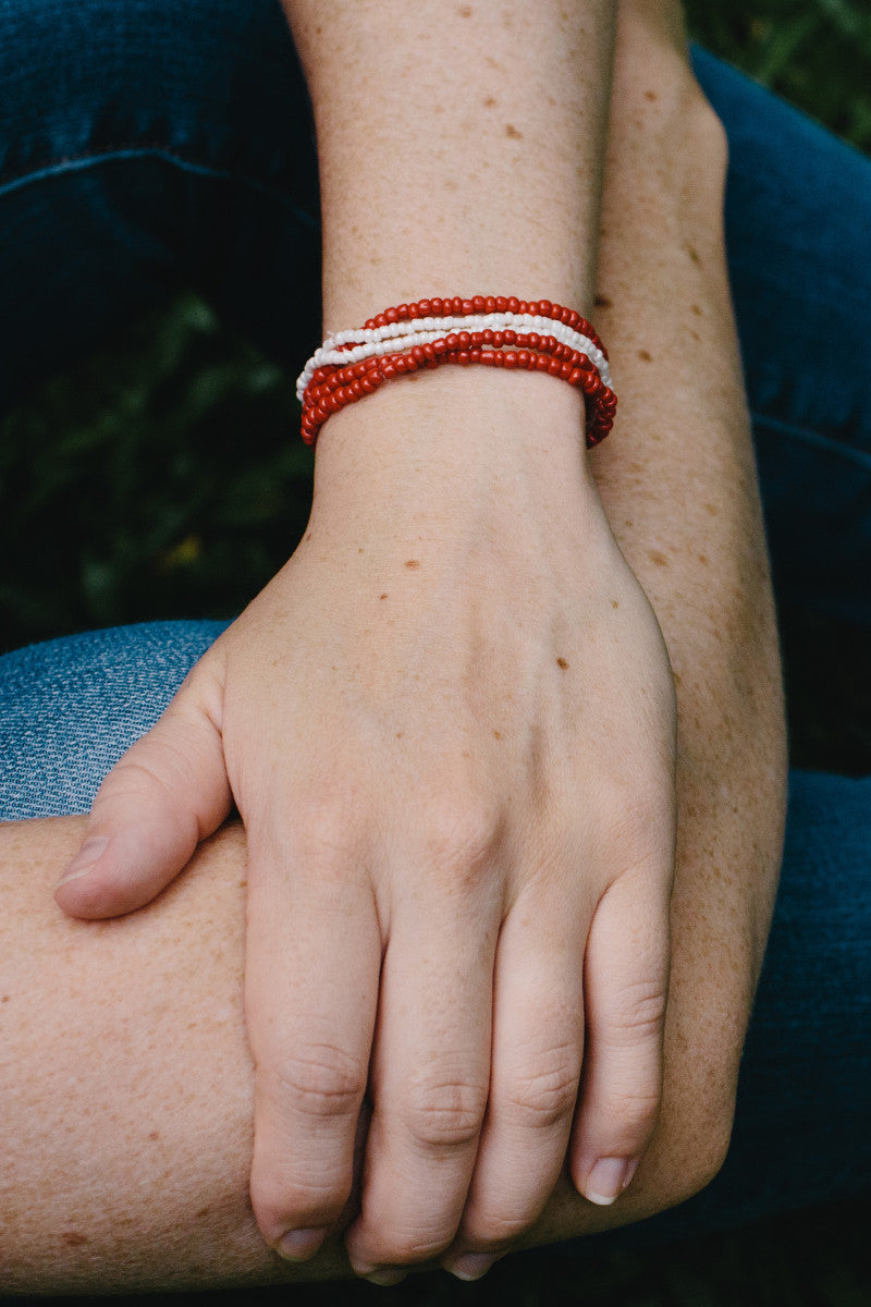 E502 - Red & White Elastic Bead Bracelet