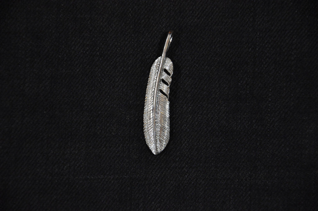 "First Arrow's ""Medium Feather"" Silver Pendant(P-519)"