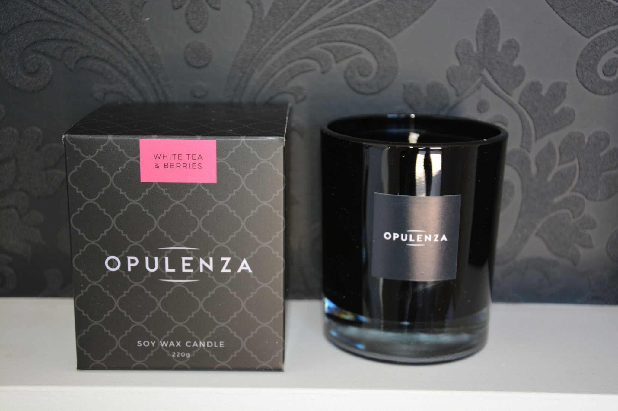 White Tea and Berries scented candle - Opulenza Fragrances