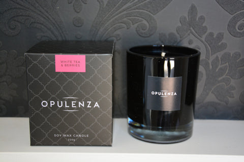 White Tea and Berries scented candle
