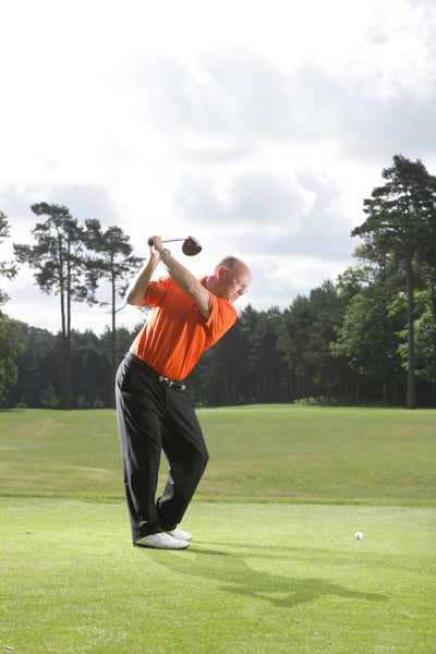 The proper use of the shoulders in the golf swing