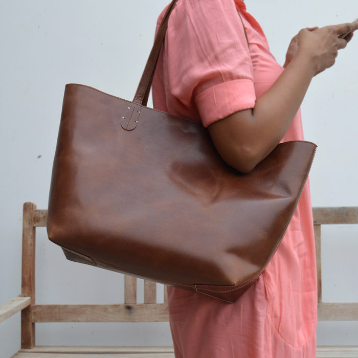 Buy Handmade Leather Bags for Girls In Pakistan