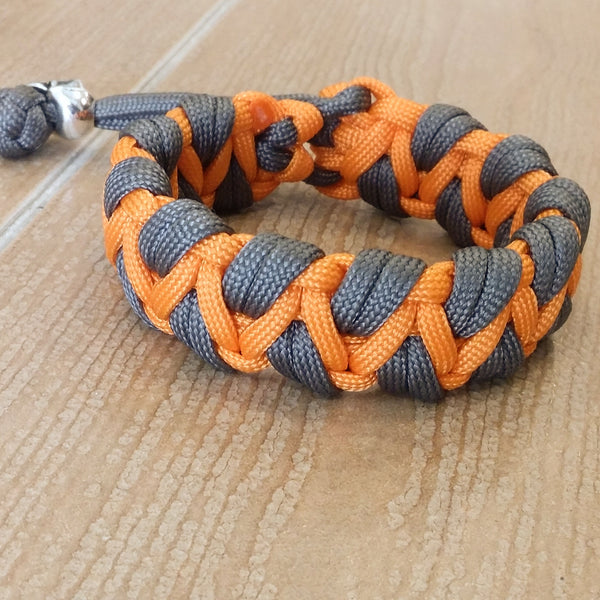 "Exclusive Handmade Paracord Bracelet ""Caged Salamon"""