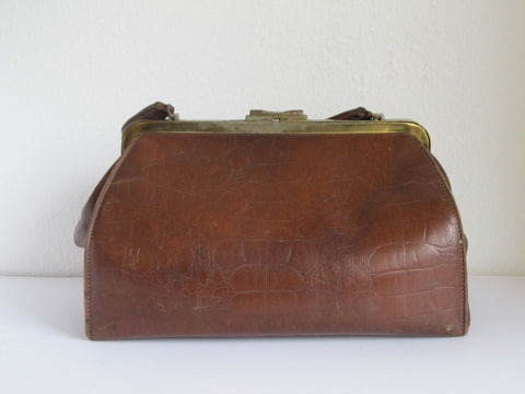 Antique doctors bag, vintage gladstone leather handbag, hand luggage, overnight bag, leather bag for men, theatre costume prop