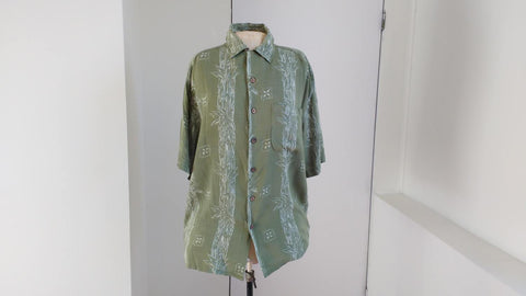 Green hawaii shirt by Maui Maui size M, ca. 1990s casual summer shirt with bamboo pattern, beach holiday wear, short sleeve mens shirt