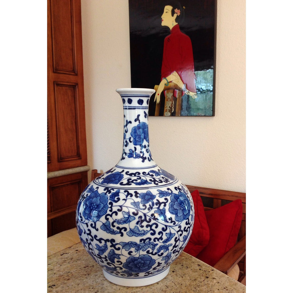 Classic Chinese Vintage Ming Era Blue and White Porcelain Floral Globular Vase